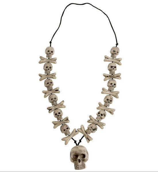 Knochenkette mit Knochen und Totenköpfen