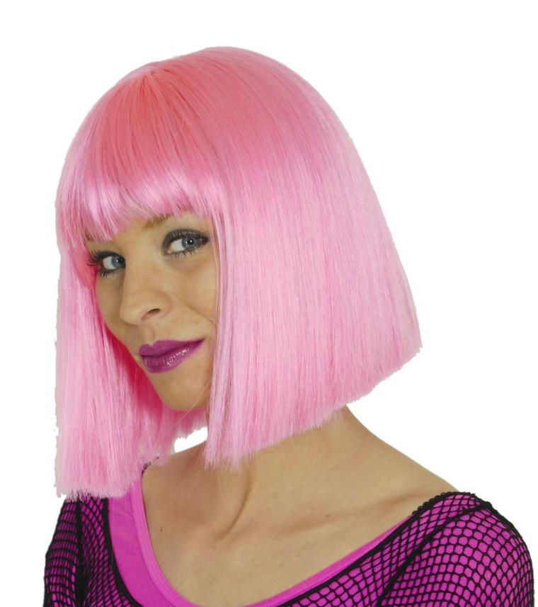 rosa per cke f r damen mit frisur pagenkopf und pony in rosa. Black Bedroom Furniture Sets. Home Design Ideas