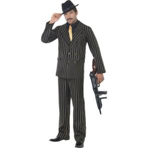 Mann als Gangster Mafiosi verkleidet mit Tommy Gun in der Hand