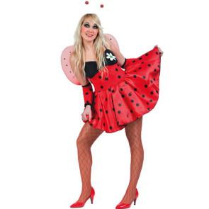 Blondes Mädchen im süßen Marienkäfer Kostüm mit Flügek