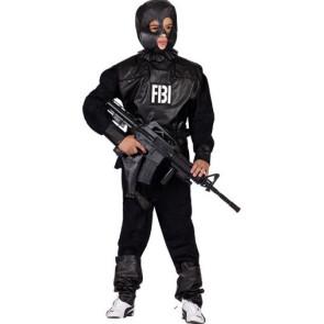 Junge als Agent verkleidet