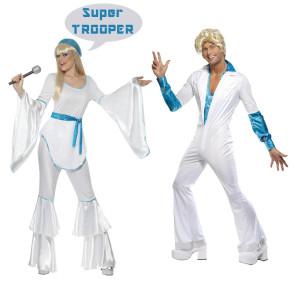 Mann und Frau als Pop Stars der 70er kostümiert