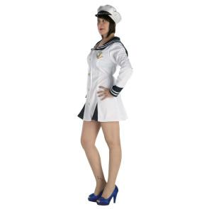 Foto von junger Frau im Kostüm Matrosin mit weißer Schirmmütze.