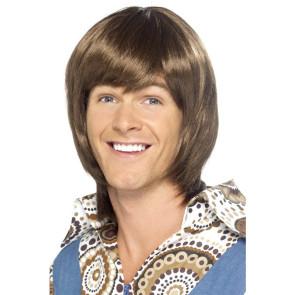 Junger Mann mit Frisur wie Benny von abba, braune Haare