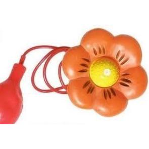 Blume mit Spritze