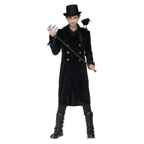 Mann als edler Garf Dracula verkleidet