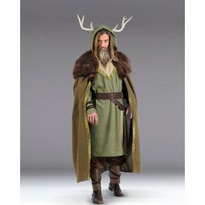 Mann in Wikinger Kostüm mit Helm