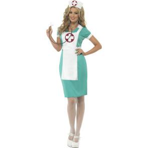 Frau im Krankenschwesterkostüm in op grün-weiß mit Schürze und Haube vorne