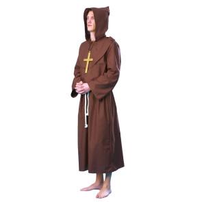 Junger Mann im Mönch Kostüm