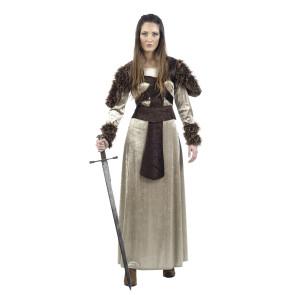Freigestelltes Bild von Frau im Wikinger Kostüm mit Helm