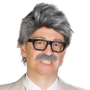Mann mit Perücke und Brille