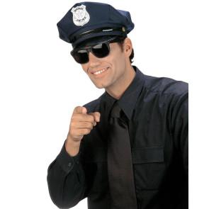 Mann mit Polizei Mütze Fasching und Sonnenbrille
